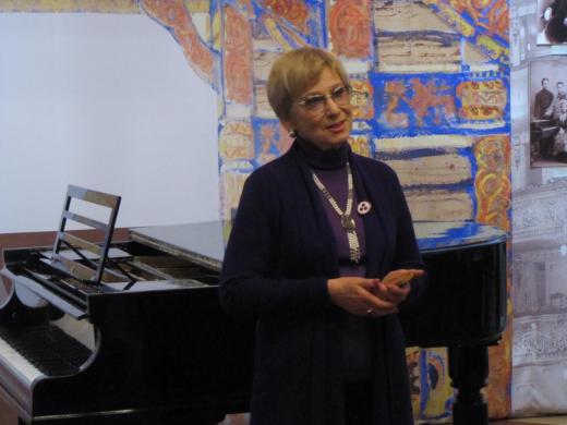 В. Т. Орлова выступает на открытии новой постоянной экспозиции в Музее-институт