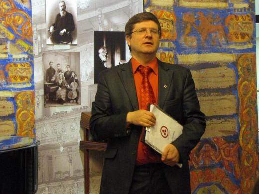 В. Л. Мельников выступает на открытии новой постоянной экспозиции в Музее-инстит