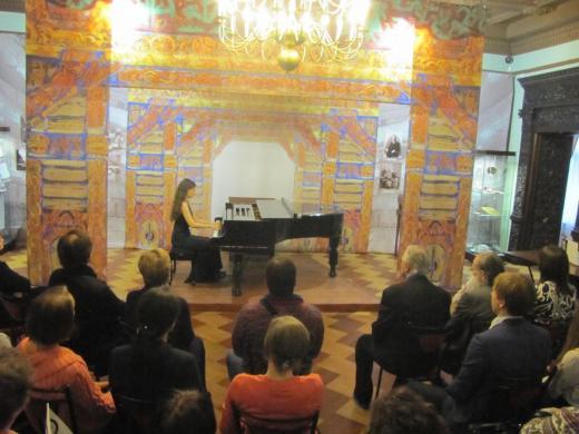 Музыкальное приношение Рерихам и Митусовым. Выступает Алине Роша (Бразилия).