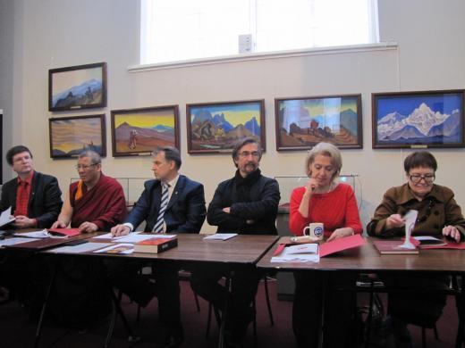 Круглый стол, посвящённый 80-летию Пакта Рериха. В. Л. Мельников, Б. Б. Бадмаев,