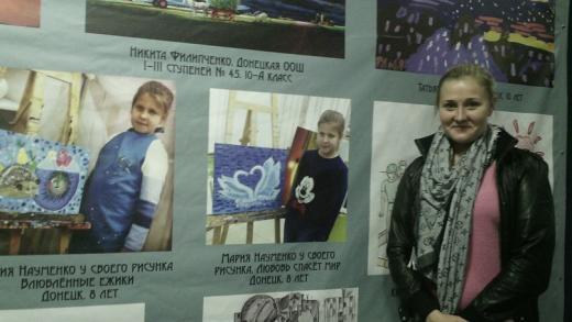 Виктория Науменко (мама Ксении и Маши, участниц выставки) в гостях у Музея-инсти