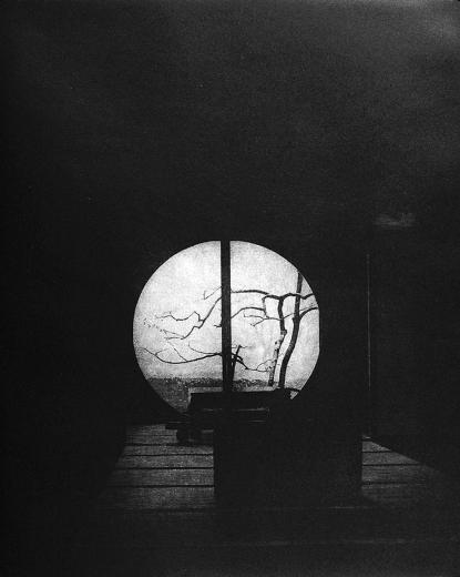 Питер Миллер. Meigetsuin. Храм Мейгетсуин. Бумага, фотогравюра. Камакура, Япония