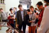 Экскурсию ведёт Владимир Леонидович Мельников, заместитель директора по науч